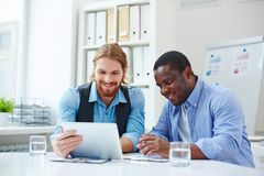Trabalhos em rede dos homens de negócios Imagem de Stock