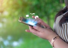 Trabalhos em rede e conceito em linha da compra e dos Internet banking imagens de stock royalty free