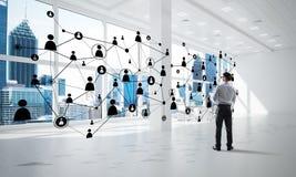 Trabalhos em rede e conceito social de uma comunicação como o ponto eficaz para o negócio moderno foto de stock royalty free