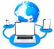 Trabalhos em rede móveis globais do portátil e da tabuleta Fotos de Stock