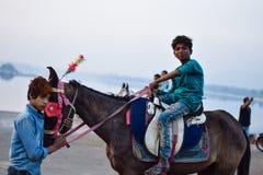 Trabalhos infanteis pobres na Índia imagem de stock royalty free