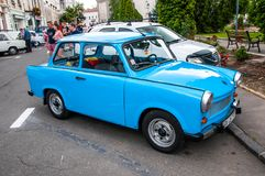 Trabant bleu 601 au salon automobile local de vétéran photographie stock libre de droits