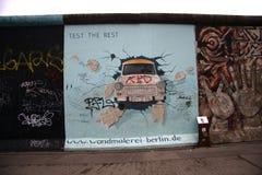 Trabbi: Στοά Βερολίνο ανατολικών πλευρών Στοκ Φωτογραφίες
