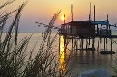 Trabocco (vieille maison de pêche) Punta Rocciosa Fossacesia Chieti I Photo stock