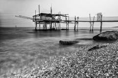 Trabucco (钓鱼的房子)福萨切西亚小游艇船坞基耶蒂意大利星期一 库存照片