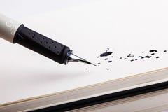 Tracé les splats avec le stylo-plume Photographie stock