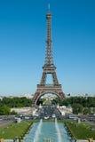 Tracadero springbrunnar, Eiffeltorn och Champ de Mars Royaltyfri Fotografi