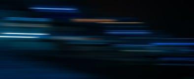 Tracce astratte della luce nei precedenti scuri fotografia stock libera da diritti