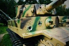 Tracce dalle pallottole in un carro armato fotografie stock libere da diritti