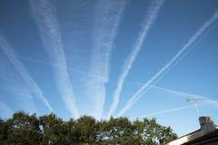 Tracce del vapore nel cielo Immagini Stock Libere da Diritti