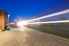 Tracce dell'indicatore luminoso del treno di trasporto Fotografie Stock Libere da Diritti