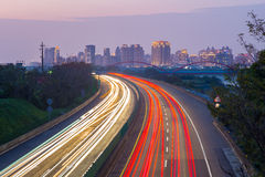 Tracce della luce della strada principale a Hsinchu, Taiwan immagine stock libera da diritti