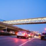Tracce della luce sulle giunzioni di traffico Immagine Stock