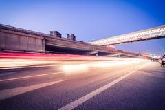 Tracce della luce sulle giunzioni di traffico Fotografia Stock