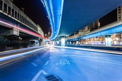 Tracce della luce sulle giunzioni di traffico Immagini Stock Libere da Diritti