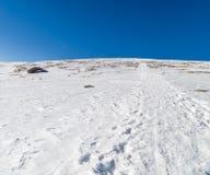 Tracce della neve sulle alpi delle dolomia Fotografie Stock