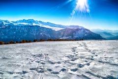 Tracce della neve sulle alpi delle dolomia Fotografia Stock