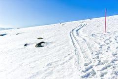 Tracce della neve sulle alpi delle dolomia Immagine Stock Libera da Diritti