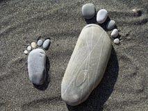 Tracce della pietra sulla sabbia Fotografia Stock