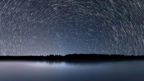 Tracce della stella, bella riflessione blu di notte archivi video