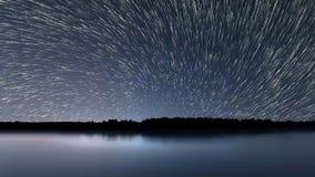 Tracce della stella, bella riflessione blu di notte stock footage