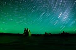 Tracce della stella sopra il mono lago Immagine Stock