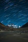 Tracce della stella sopra l'Everest Fotografia Stock Libera da Diritti