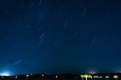 Tracce della stella sopra un lago Immagini Stock Libere da Diritti