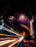 Tracce di notte sul ponte della torre 05/11/2018 preso immagini stock