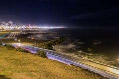 Tracce e spiaggia della luce alla notte Fotografia Stock Libera da Diritti