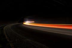 Tracce lunghe della luce di esposizione dell'automobile astratta immagine stock libera da diritti
