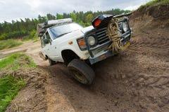 Tracción cuatro ruedas en pista fangosa Fotos de archivo
