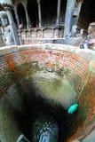 Tracción de los envases del agua del pozo Imagen de archivo libre de regalías