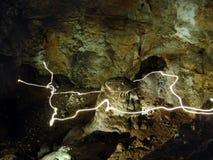 Traccia degli indicatori luminosi in una caverna Fotografie Stock