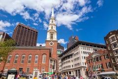 Traccia della libertà di Boston con la chiesa della via del parco nel backgr Fotografie Stock Libere da Diritti