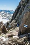 Traccia di alta montagna che conduce alla cima del supporto Gemsstock Fotografia Stock Libera da Diritti