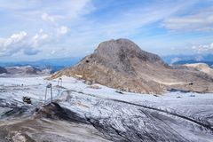 Traccia di avventura dell'alta montagna poco Gjaidstein vicino al ghiacciaio di Dachstein, Austria Immagine Stock Libera da Diritti