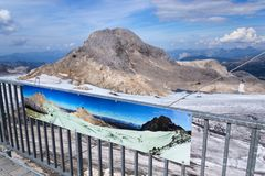 Traccia di avventura dell'alta montagna poco Gjaidstein vicino al ghiacciaio di Dachstein, Austria Fotografia Stock