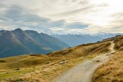 Traccia di camminata in alpi svizzere Fotografie Stock Libere da Diritti