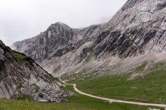 Traccia di escursione attraverso le montagne delle alpi bavaresi Immagini Stock Libere da Diritti