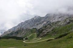 Traccia di escursione attraverso le montagne delle alpi bavaresi Fotografia Stock