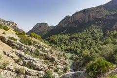 Traccia di escursione Caminito del Rey Vista della gola di Gaitanes in EL Ch fotografia stock libera da diritti