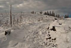 Traccia di escursione di inverno sulla collina di Barania Gora Immagini Stock