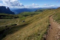 Traccia di escursione meravigliosa su alp de siusi Val Gardena/verso sud nel Tirolo/Italia Immagini Stock Libere da Diritti
