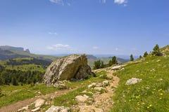 Traccia di escursione nelle alpi europee Fotografie Stock