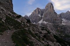 Traccia di escursione nelle dolomia italiane Fotografia Stock