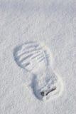 Traccia di inverno di calzature su una neve Immagine Stock