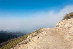 Traccia di montagna al vocalno di Kawah Ijen Fotografie Stock