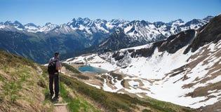 Traccia di montagna di camminata del fellhorn dell'alpinista nelle alpi di allgau Fotografia Stock Libera da Diritti