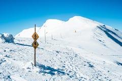 Traccia di montagna di inverno Fotografie Stock Libere da Diritti